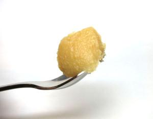西京味噌の特徴 滑らかでツヤがあり、粒が細かい
