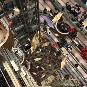 大型ショッピングモールのドラッグストアには何でもある!?